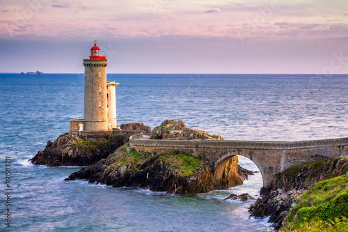 Fotobehang Lichtroze Lighthouse Phare du Petit Minou in Plouzane, Brittany (Bretagne), France.