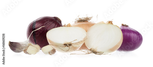 Keuken foto achterwand Verse groenten Variety of Onions and Garlic Isolated