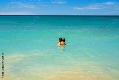 baignade dans un lagon Poster