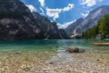 lago italia paesaggio italiano acqua montagna dolomiti natura blu di tirolo estate viaggio foresta europa autunno roccia scenico scenario