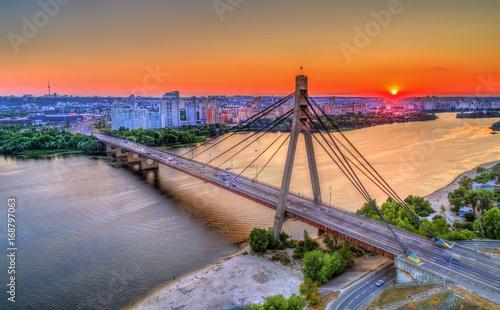 Poster Oranje eclat The Moskovskyi Bridge across the Dnieper in Kiev, Ukraine