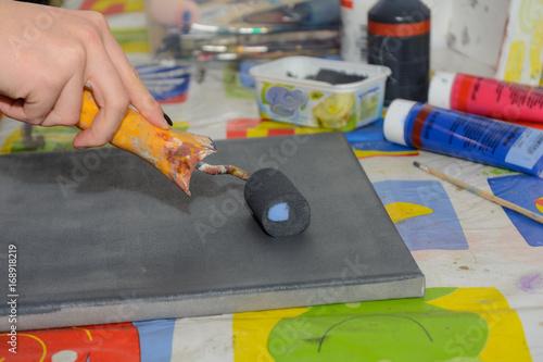 Hobbykünstler in Kreativwerkstatt - Nahaufnahme