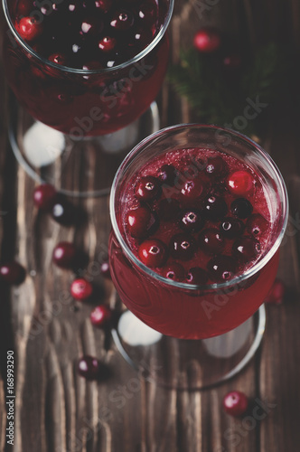 Fotobehang Sap Fresh red cranberry juice on the vintage table