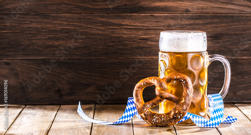 Leinwandbild Motiv Oktoberfest Bier hintergrund