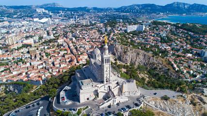 Vue aérienne sur la basilique Notre Dame de la Garde, à Marseille
