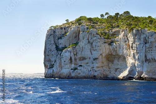 Papiers peints Bleu ciel Coastal landscape between Cassis and Marseille, Calanques
