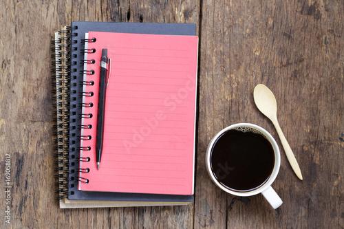 Aluminium Koffiebonen Coffee and notebook on wooden table