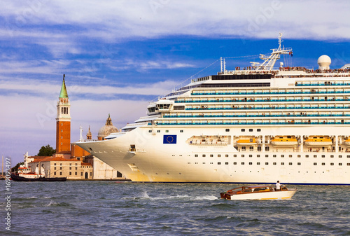 Aluminium Freesurf Huge cruise ship in the center of Venice, Grand canal. Italy