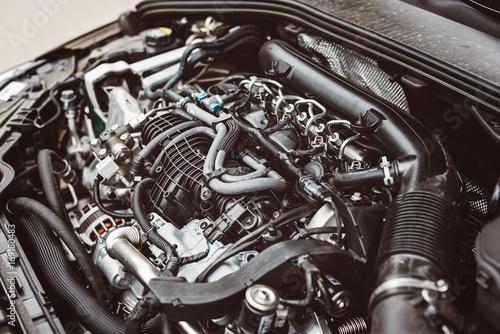 Nowoczesny, turbodoładowany silnik wysokoprężny.