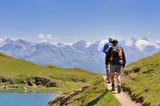 randonneurs sur sentier en montagne
