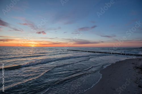 Foto op Canvas Zee zonsondergang Bune im Sonnenuntergang