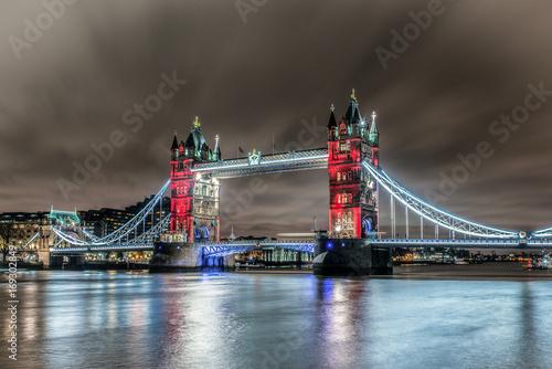 Fotobehang Londen Union Jack Colours London Bridge