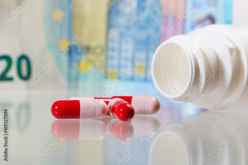 Staande foto Apotheek Pills and money, High costs of expensive medication