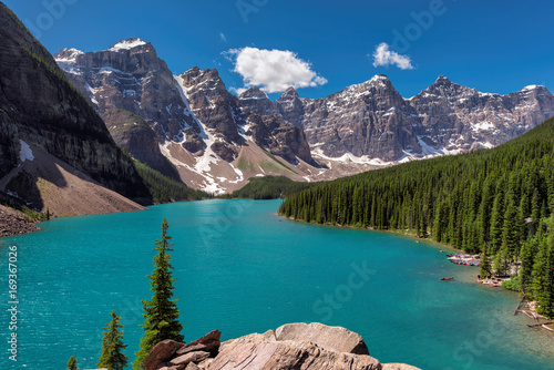 Foto op Plexiglas Canada Beautiful Moraine Lake in the Canadian Rockies, Canada.