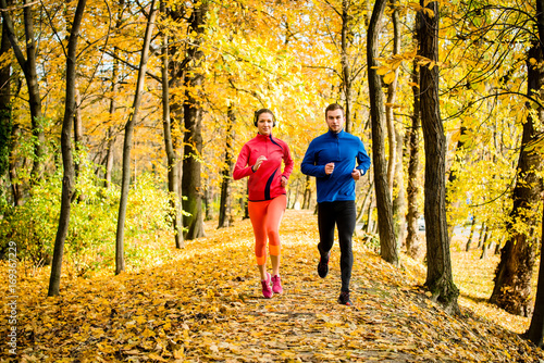 Fotobehang Hardlopen Friends jogging in autumn nature