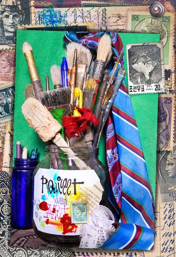 Staande foto Imagination Sfondo con natura morta,pennelli,pastelli,matite,colori e accessori per dipingere