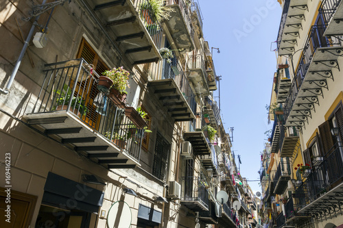 Tuinposter Palermo Narrow street in Palermo, Italy