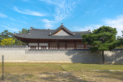 Details of traditional old Korean architecture at Gyeongbokgung Palace in Seoul Poster