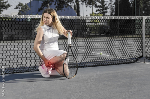 Fotobehang Tennis Injured female tennis player, feeling pain in her leg