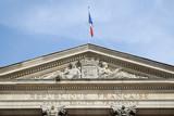Hôtel de ville de Rouen. Fronton surmonté du drapeau français - 169507667