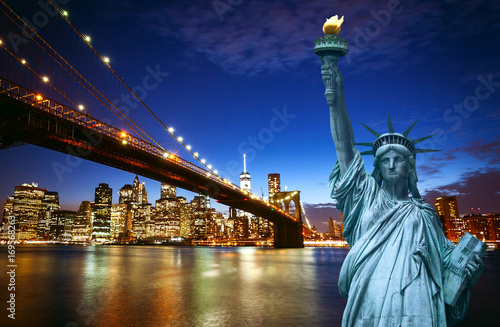 Papiers peints New York New york city skyline with Liberty Statue