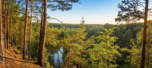 Papiers peints Rivière de la forêt лесной пейзаж с лесом, рекой и скалистым берегом, Россия, Урал