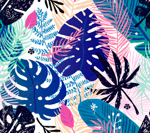 Seamless trendy pattern with colorful palm leaves on a white background. Vector botanical illustration