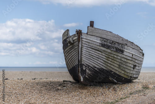 Papiers peints Naufrage large boat moored on pebble beach at dungeness