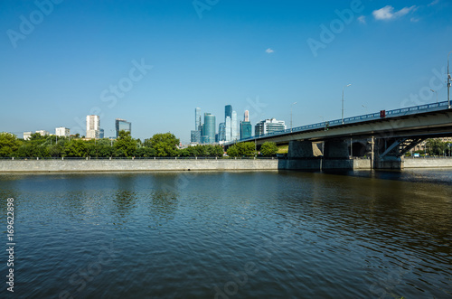 Fotobehang Moskou Luzhnetskaya embankment, view of Moscow-city and the river, Moscow