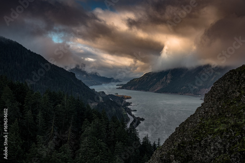 Fotobehang Zwart Dramatic morning clouds in the Columbia River Gorge