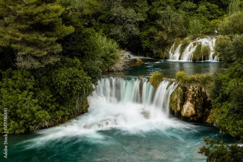 Wasserfall in Bewegung - 169786845