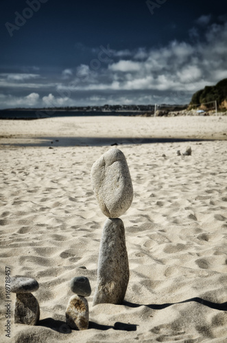 Foto op Canvas Stenen in het Zand Stone tower on the beach, zen image