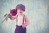 romantisch - kleiner Junge mit roter Rose, Retro, vintage