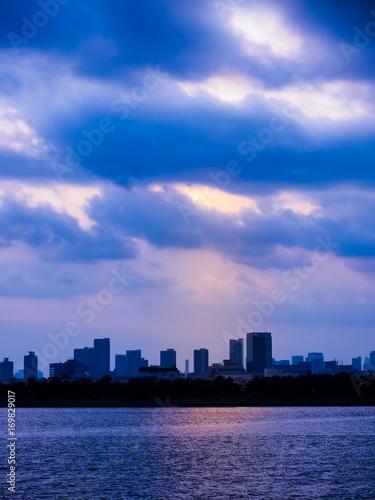 Fotobehang Tokio Purple Cloud over Tokyo bay