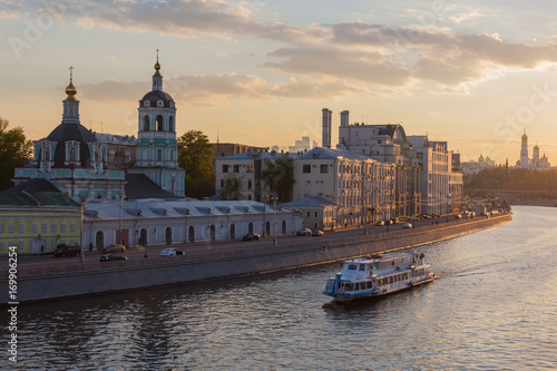 Fotobehang Moskou Picturesque view of the Moscow River embankment in the historic center of the city Moscow at sunset, Russia