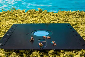Modellfiguren gehen baden auf Floppy Disk (Farbvariante)