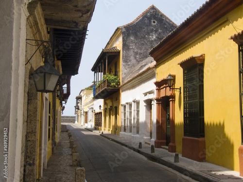 Fotobehang Smalle straatjes Cartagena, Colombia