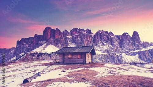 Fotobehang Lichtroze romantischer Winterabend in den Bergen