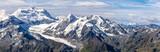 large vue panoramique sur un glacier des Alpes qui fond