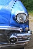 blauer Oldtimer hochglanz poliert, Scheinwerfer, Motorhaube, Kühlergrill, Chrom, blau, 50s, 60s