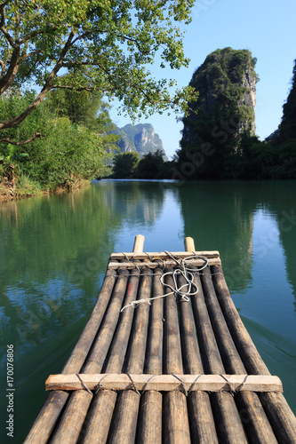 Fotobehang Guilin Bamboo rafting in idyllic Li River scenery, landscape of Yangshuo in Guilin, China