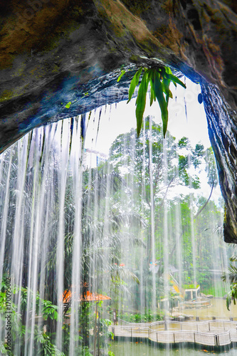 Tuinposter Kuala Lumpur Waterfall in Kuala Lumpur Bird Park