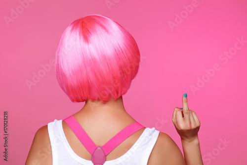 femme sexy et glamour avec perruque rose  - 170128218