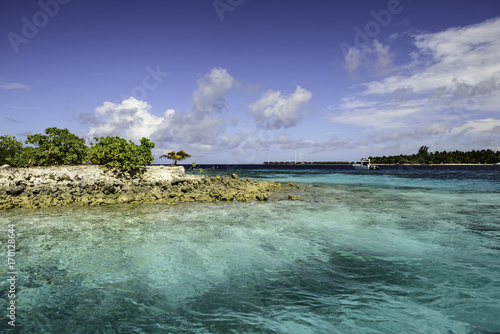 Fotobehang Tropical strand Turquoise water of Maldives