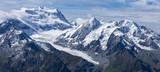 Panorama sur un glacier des Alpes qui fond