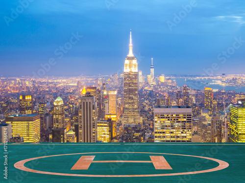 Tuinposter New York New York City skyline dusk.
