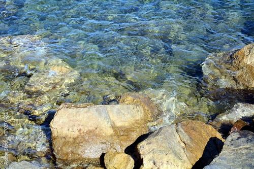 Aluminium Blauwe jeans Rocks and water in Rio Marina, Elba island, Italy, background