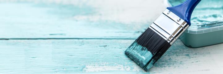 Panorama, Pinsel auf Holz, Shabby chic Farben in Weiß und Blau, Textfreiraum