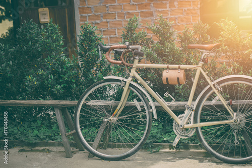 Foto op Canvas Fiets hipster road bike leather seat old style parking vintage color tone