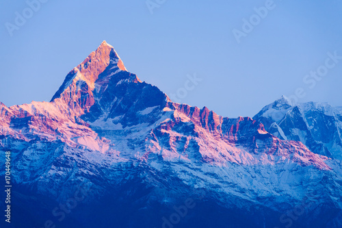 Fotobehang Ochtendgloren Machapuchare Mountain Peak Red Glow Sunrise Dawn